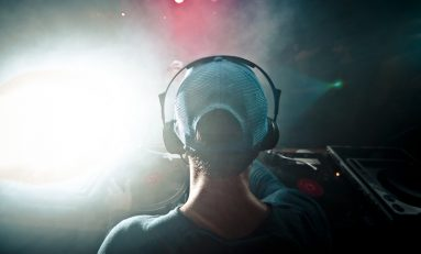 Tech Round-Up: Featuring the Latest in Wireless Headphones