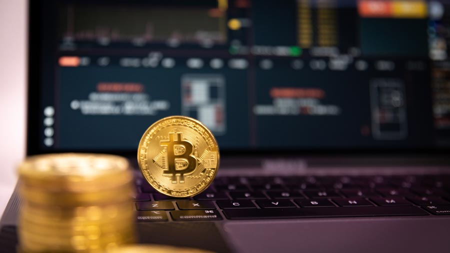 bitcoin-coin-gold-technology-metal-photography-WEB