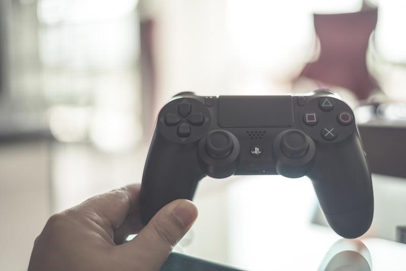 hand-technology-white-game-joystick-controller-871417-pxhere.com