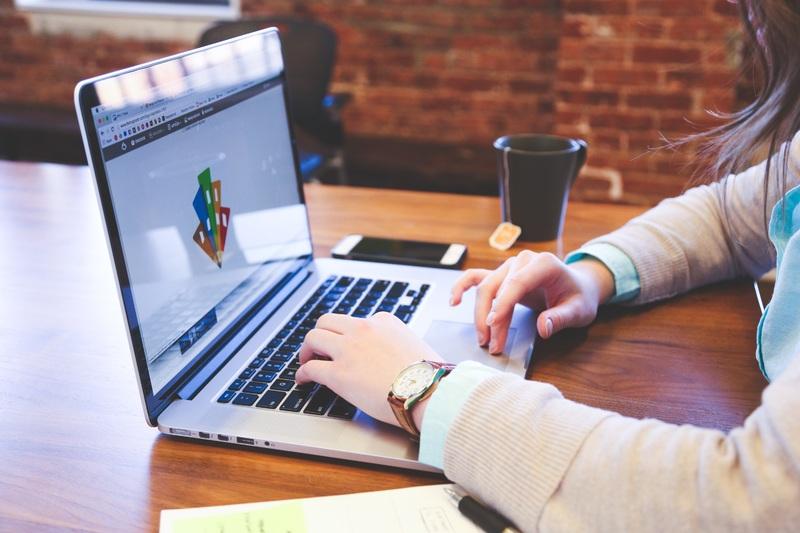 laptop-computer-writing-work-hand-screen-710502-pxhere.com