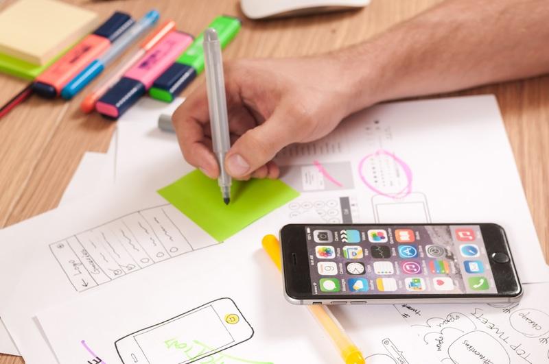 iphone-desk-computer-smartphone-mobile-writing-723651-pxhere.com
