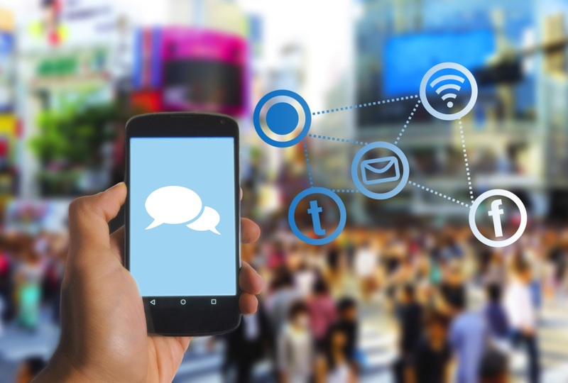 smartphone-screen-crowd-communication-mobile-phone-brand-1086716-pxhere.com