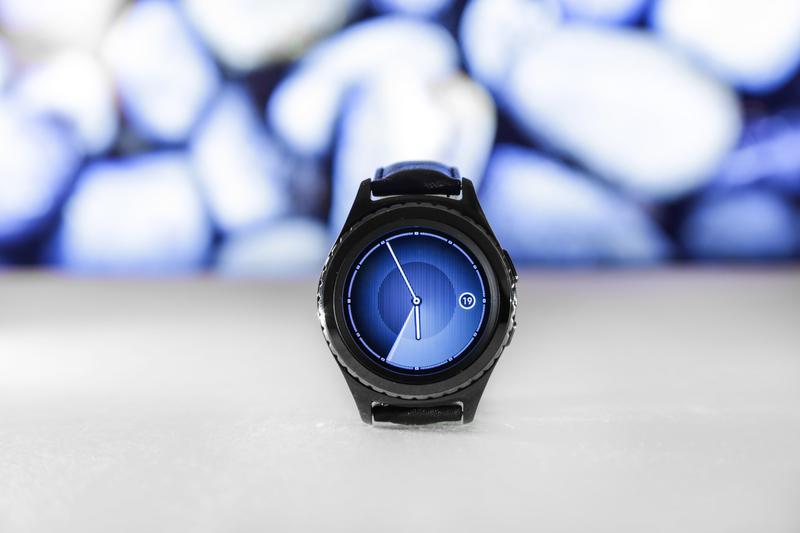 watch-hand-technology-gear-gadget-blue-1067735-pxhere.com