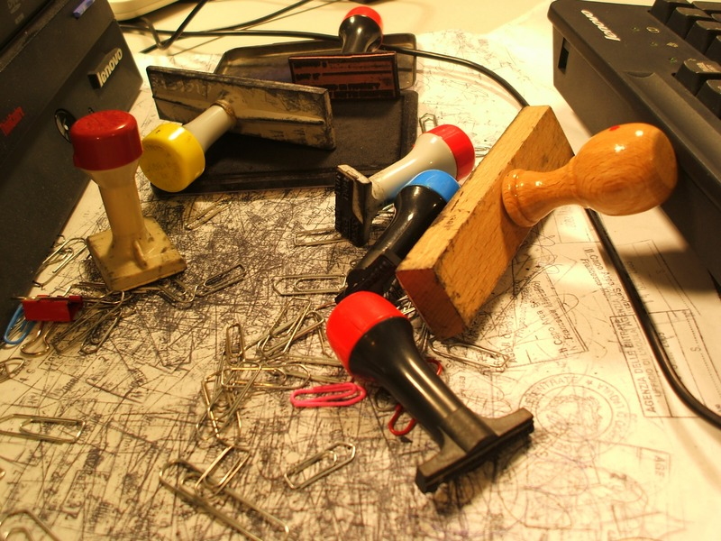 wood-stamp-office-toy-art-clutter-1126159-pxhere.com