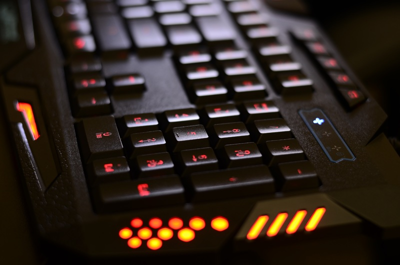 keyboard-technology-black-backlight-buttons-games-593979-pxhere.com